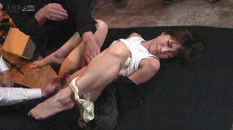市川まさみ 監禁 暴行 強制集団強姦される女のAVエロ画像 107