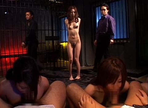 並んでフェラ奉仕をさせられる女 奴隷色のステージ AVエロビデオ