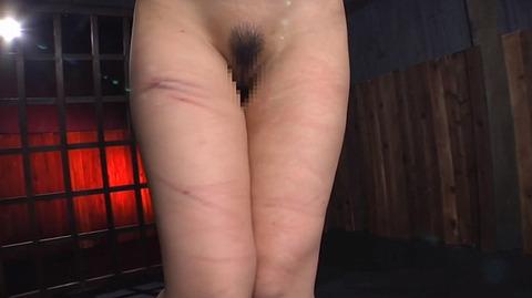 髪の毛を引っ張り上げられ SM拷問 一本鞭画像 神納花46