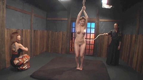 鶴田かな 一本鞭 強制飲尿 拷問SM調教エロAV画像 27