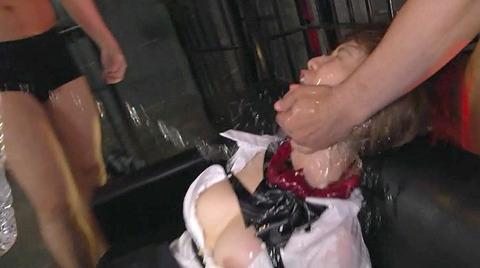 椎名そら 集団凌辱 集団強姦 乱暴に犯される女のAVエロ画像 145