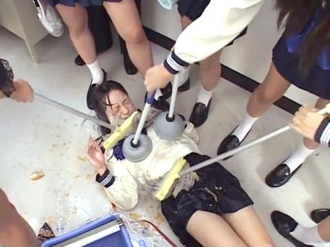 学校の集団虐め 集団リンチ AV画像 椎名りく13