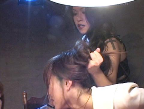za8_8 レズSM SM飲み会 SMパーティ 惨めなマゾ女 のAV画像