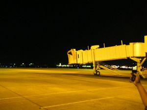 山形空港滑走路夜