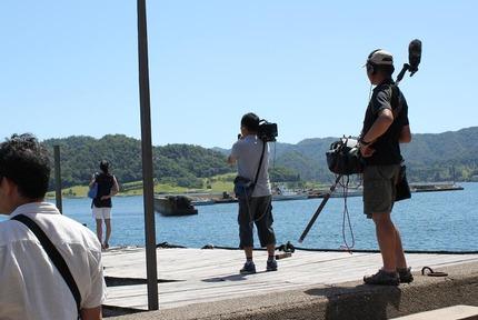 浅田舞さん漁師町を散策