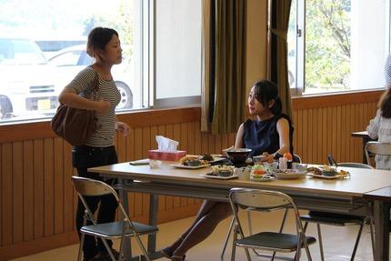 浅田舞さんみなと食堂へ