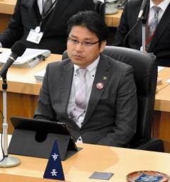 美祢市長 風俗店に入ったことを認定する報告事案、採決見送り