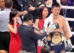 王座奪還の村田諒太、ラウンドガールも泣かせた!
