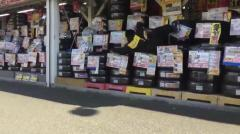 イエローハットの店員が商品のタイヤを蹴るなど不適切行為動画が投稿