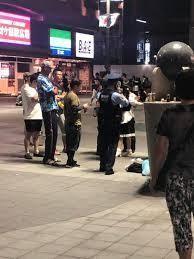 新宿の路上で白昼コスプレ女性が集団リスカ、血の海に