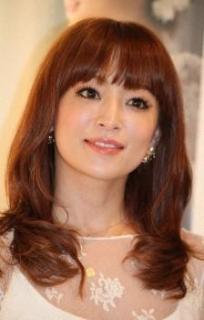浜崎あゆみが会員制サイトで男児出産を報告「昨年末に天使を産みママになりました」