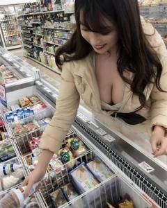森咲智美、おっぱいしか見えない「僕の目線」にファン大興奮!