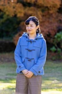 佳子さま、25歳の誕生日ショットがアイドル風と話題