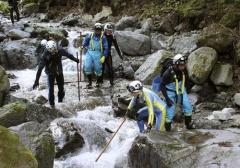 自衛隊加わり7歳女児捜索 潜水服姿の隊員も、山梨