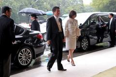 安倍昭恵夫人「即位礼正殿の儀」でのドレスに注目 白の膝丈...トレンドにも