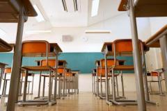 女子児童にわいせつ行為 教諭を免職「湿疹を確認するため」