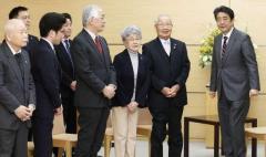 首相、日朝会談実現に意欲 拉致家族へ「次は私が向き合う」