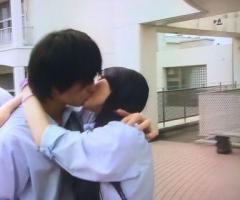 「気持ち抑えれず」ディズニーや校舎内で男子生徒にキス 懲戒免職