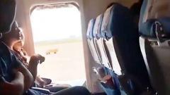 中国人女性 飛行機で新鮮な空気吸いたいと勝手にドアを開ける