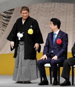 ビートたけし、天皇陛下即位30年祭典祝辞でボケを連発