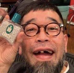 保釈された槇原敬之 白髪まじりの長髭とボロボロの歯でヤバすぎる見た目に…