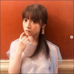 橋本環奈、セクシーな透け衣装「オトナのかんな」に絶賛の声