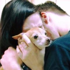 「たった一人でよく生きていたね」6年もの間行方不明だった犬との再会。忘れられていないか心配するも、犬の反応を見るとどれだけこの瞬間を夢見てきたか分かる