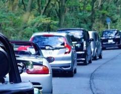 ノロノロ走る車、後ろには「行列」発生…最低速度の規制は?
