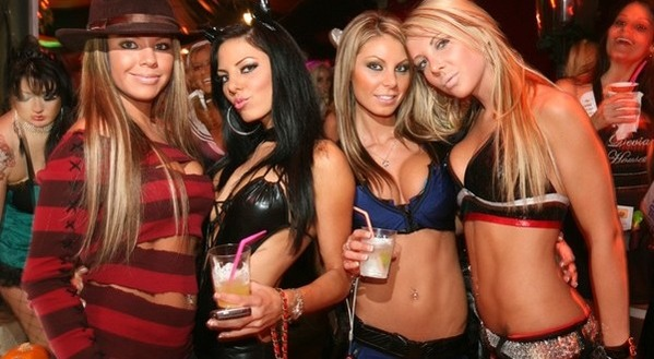 Sexy-Halloween-Costume-Party-600x330