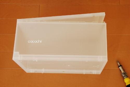 中が透けないので使いやすい。無印良品の「引き出し式ポリプロピレンケース」はホワイトグレーが便利