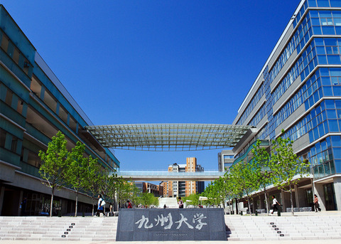 九州大学正面