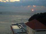 白良浜で17時にサンセット 大きな太陽でした