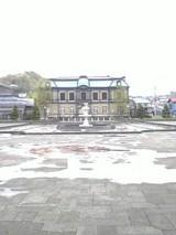 運河公園越しに見える「日本郵船」小樽支店跡地
