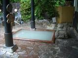 小さいほうの露天風呂の右側にあるのが泥湯