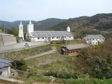 出津教会を眺める