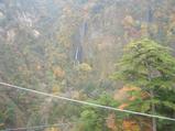 大吊橋から見る、日本の滝100選の「震動の滝」