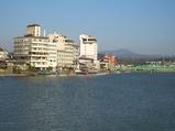 日田の旅館街を亀山公園から眺める