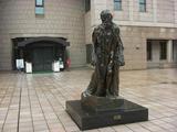 鹿児島市立美術館玄関前のロダンの彫刻