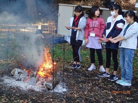 PB302348焚き火1