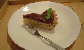 長野県大町のフォレストの洋梨のケーキ
