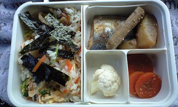 ちらし寿司と魚と野菜のお弁当