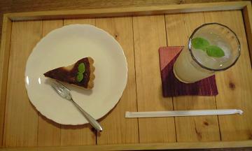 長野県大町のフォレストの洋梨ケーキセット