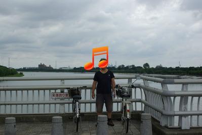 彩湖で記念撮影