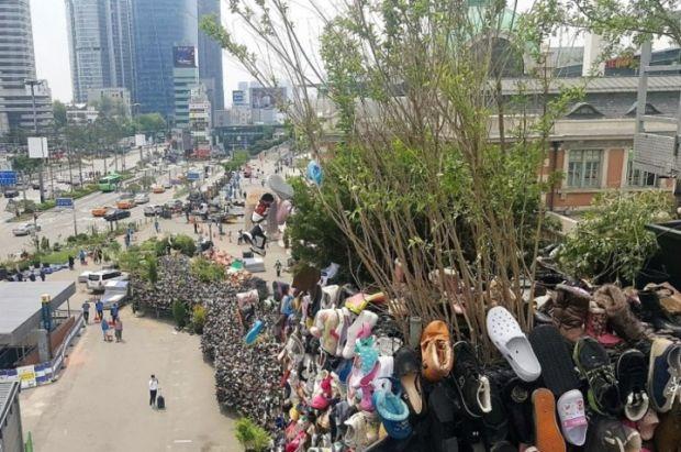 韓国人「日本でも非難されるソウルのシューズツリーwwwwww」