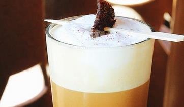 スタバの新メニューがヤバイ!水出しコーヒーにビーフジャーキーと胡椒のトッピングwwww