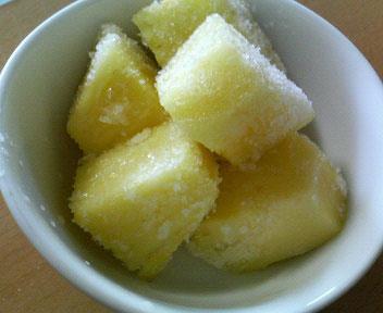 27日おやつ冷凍パイナップル