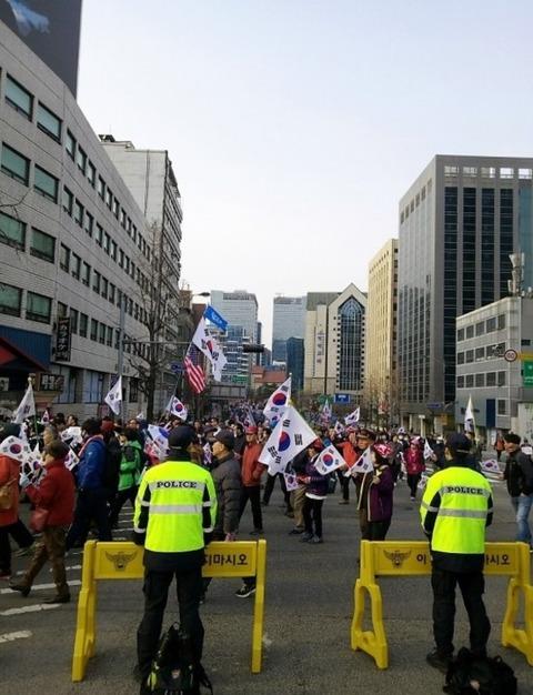 【韓国】韓国はデモが多過ぎる!大統領府の近隣住民が抗議―中国メディア