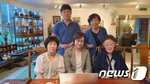 【韓国】元慰安婦の李容洙氏「日本の真ん中に少女像を建てねば」…支援団体たちと話し合う