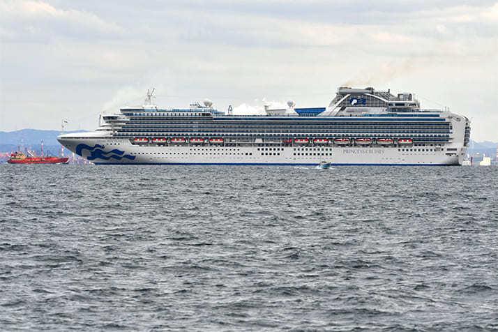 【悲報】ダイヤモンド・プリンセス号の乗客約100人体調不良 新たに検査実施へ