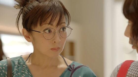 auの丸眼鏡お母さんこと斉藤由貴50可愛過ぎwww